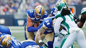 Chris Streveler leads Winnipeg Blue Bombers over Saskatchewan Roughriders to maintain first in West